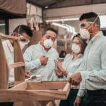 personale azienda con mascherina